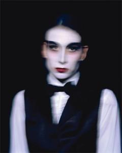 Aurora Reinhard.Egzotiškas šokėjas (autoportretas). 2006, spalvota fotografija, 125x100