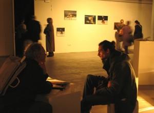 Parodos atidarymas. Fone – estų menininkės Merike's Estnaos serija Mirror, Mirror on the Wall, is it Art or is it Porn? (Veidrodėli, veidrodėli, pasakyk, menas tai ar pornografija?