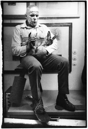 1233617233Beuys (How To Explain Pictures to a Dead Hare 1965)