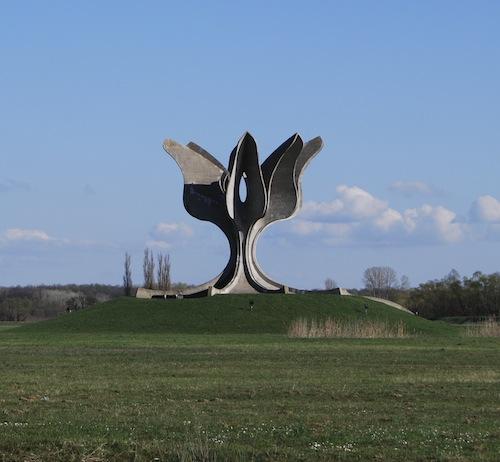Bogdanoviciaus kurtas monumentas Jasenovace_Brenda Anerll