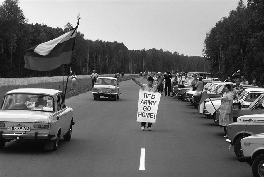 1989-08-23. Baltijos kelias