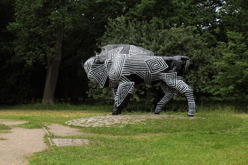1. Monumento_krustelejimas_2014_Azuolynas, Kaunas