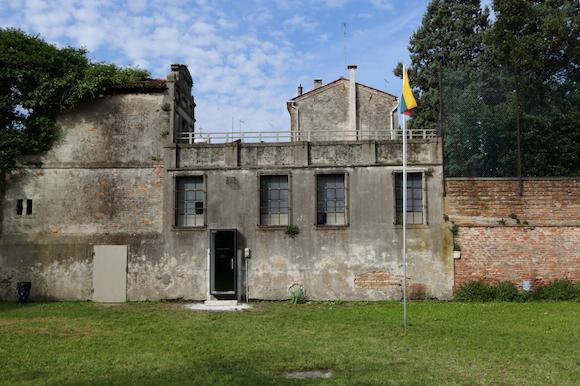 1 facade